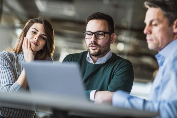 estrategias de inversión encuentros digitales computador personas