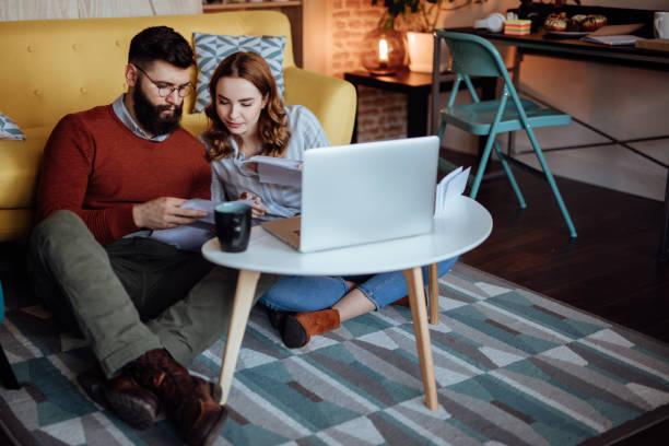 libro registro de bienes de inversión pareja joven